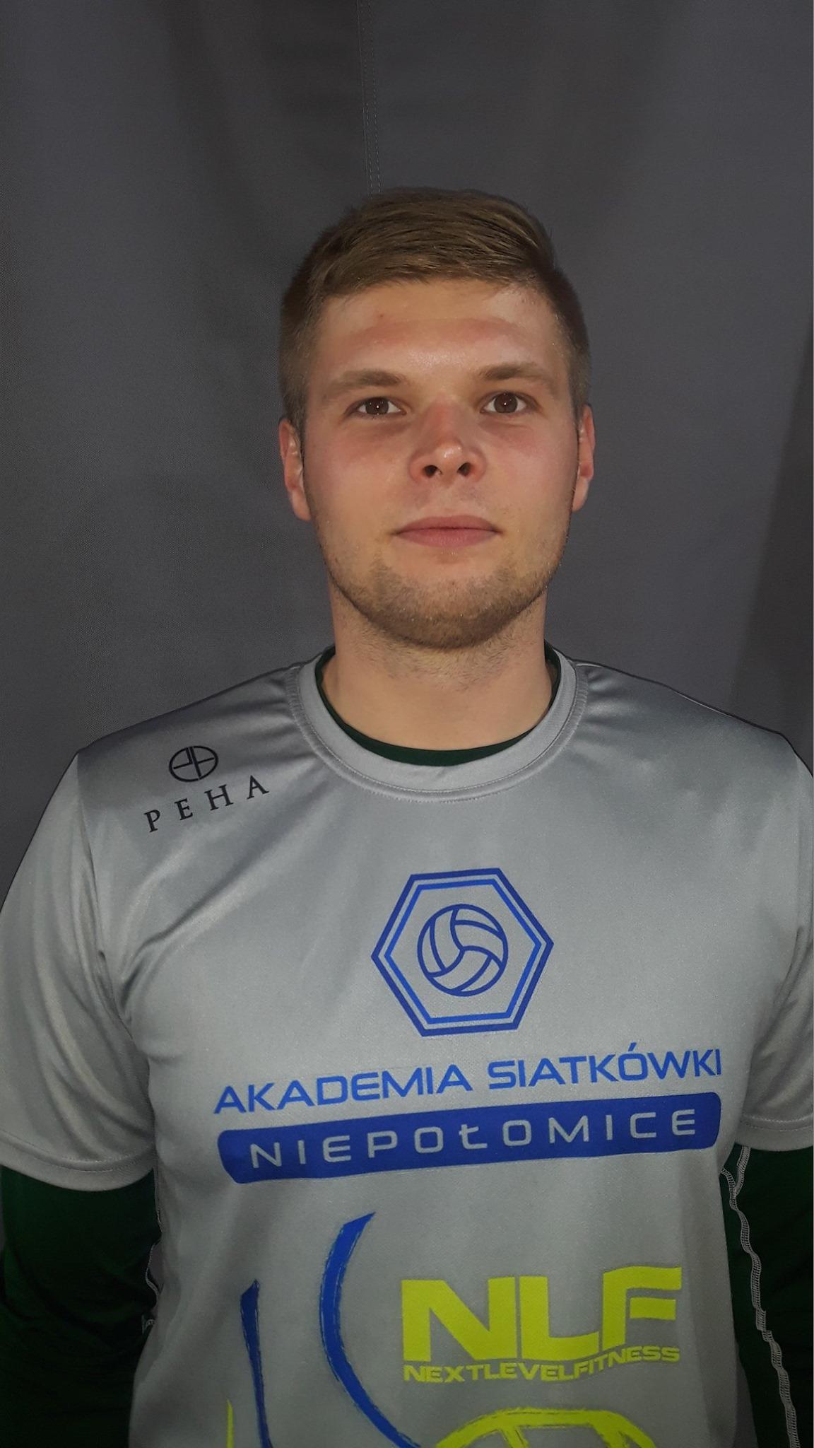 Jacek Faron Pozycja: Środkowy Wiek: 29 Wzrost: 195 cm