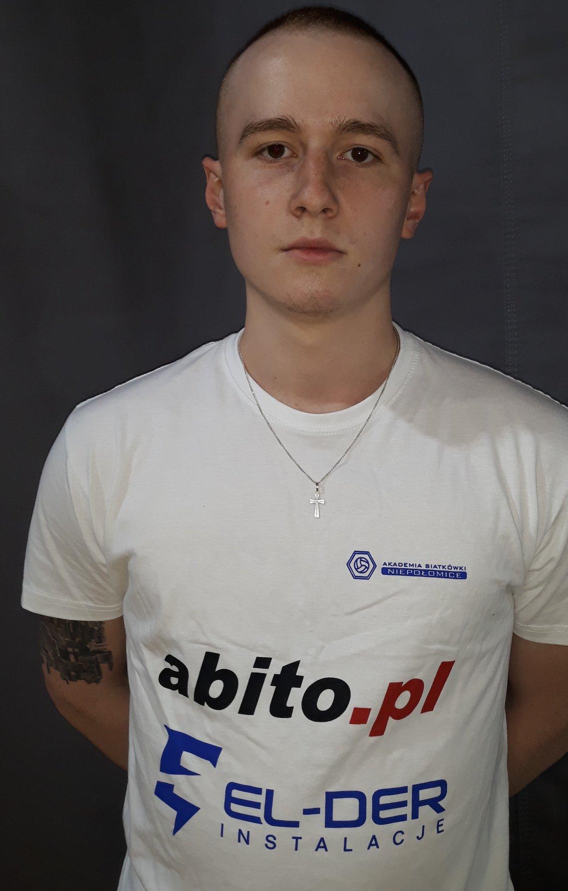 Kamil Kącki Pozycja: Rozgrywający Wiek: 20 Wzrost: 176 cm