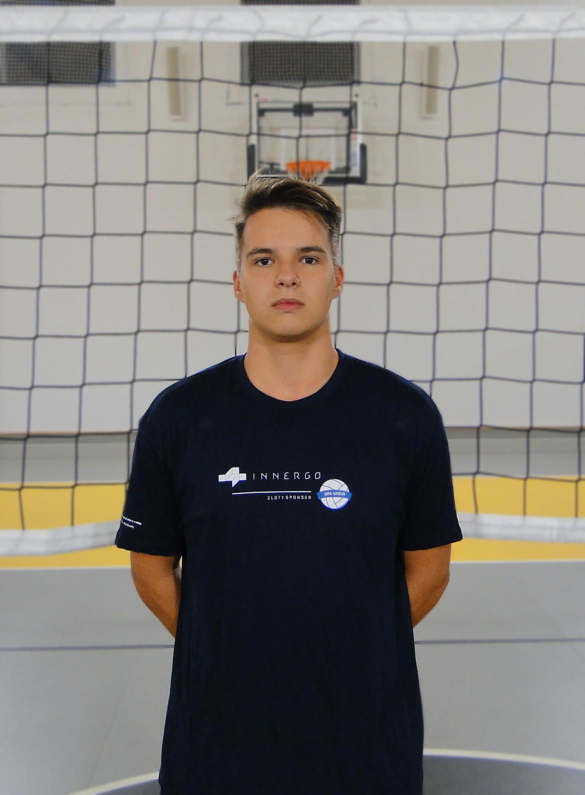Jakub Dabroś Wiek: 17 Wzrost: 183 cm Pozycja: środkowy
